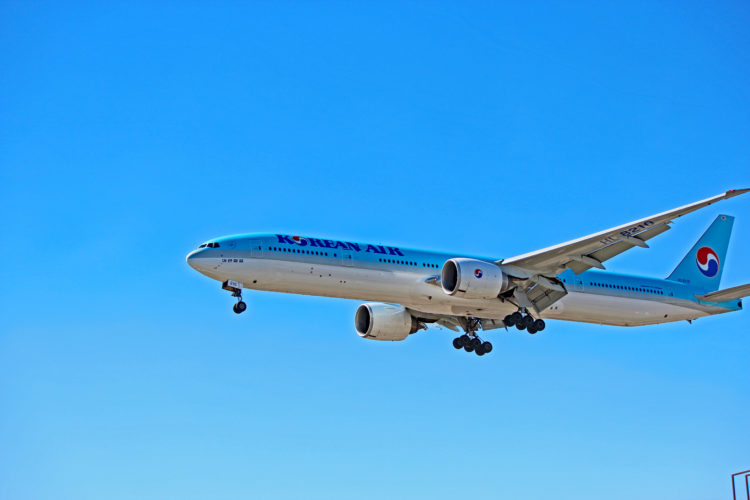 hl-8210 korean air boeing 777-300er toronto yyz