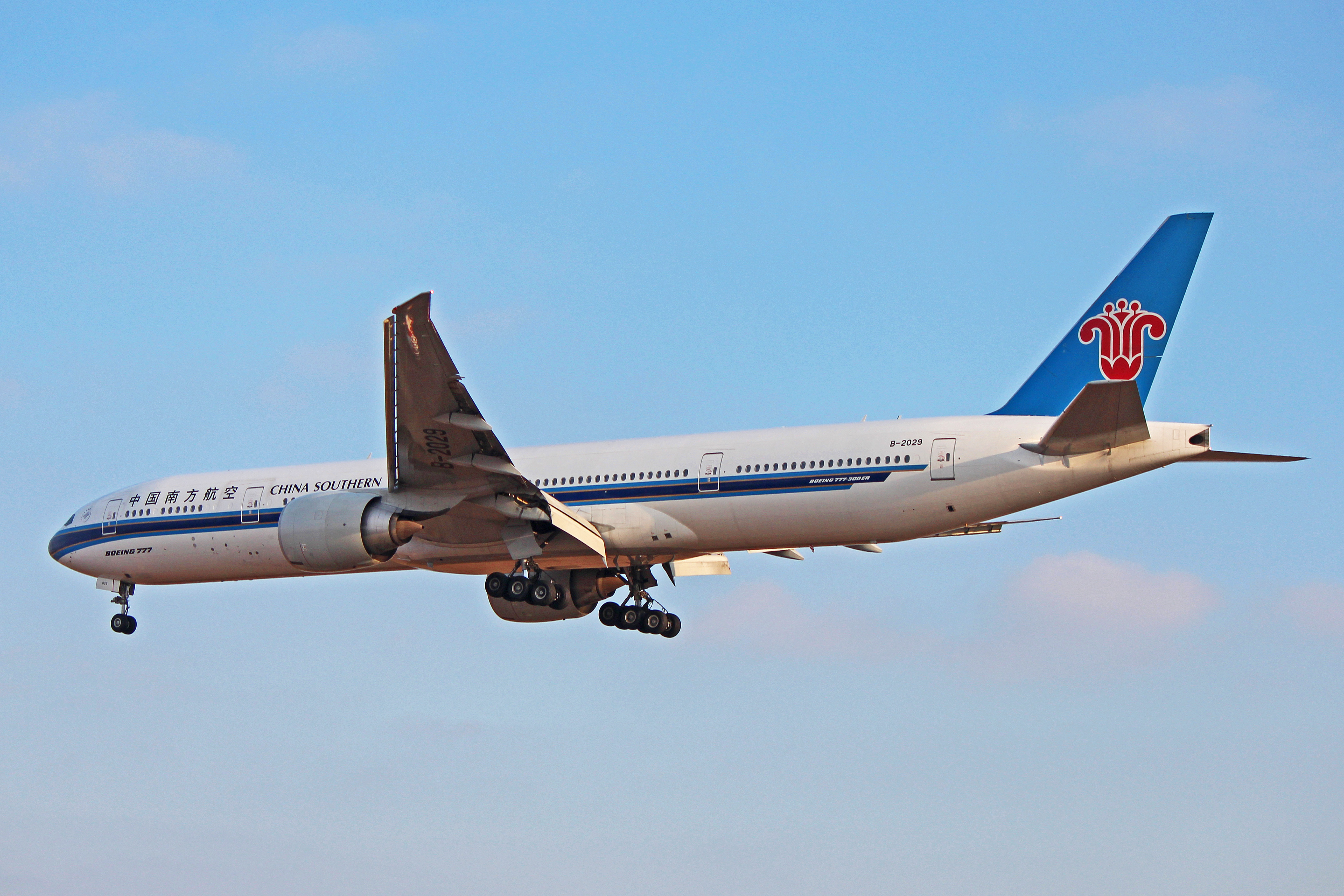 B 2029 china southern airlines boeing 777 300er at - China southern airlines hong kong office ...