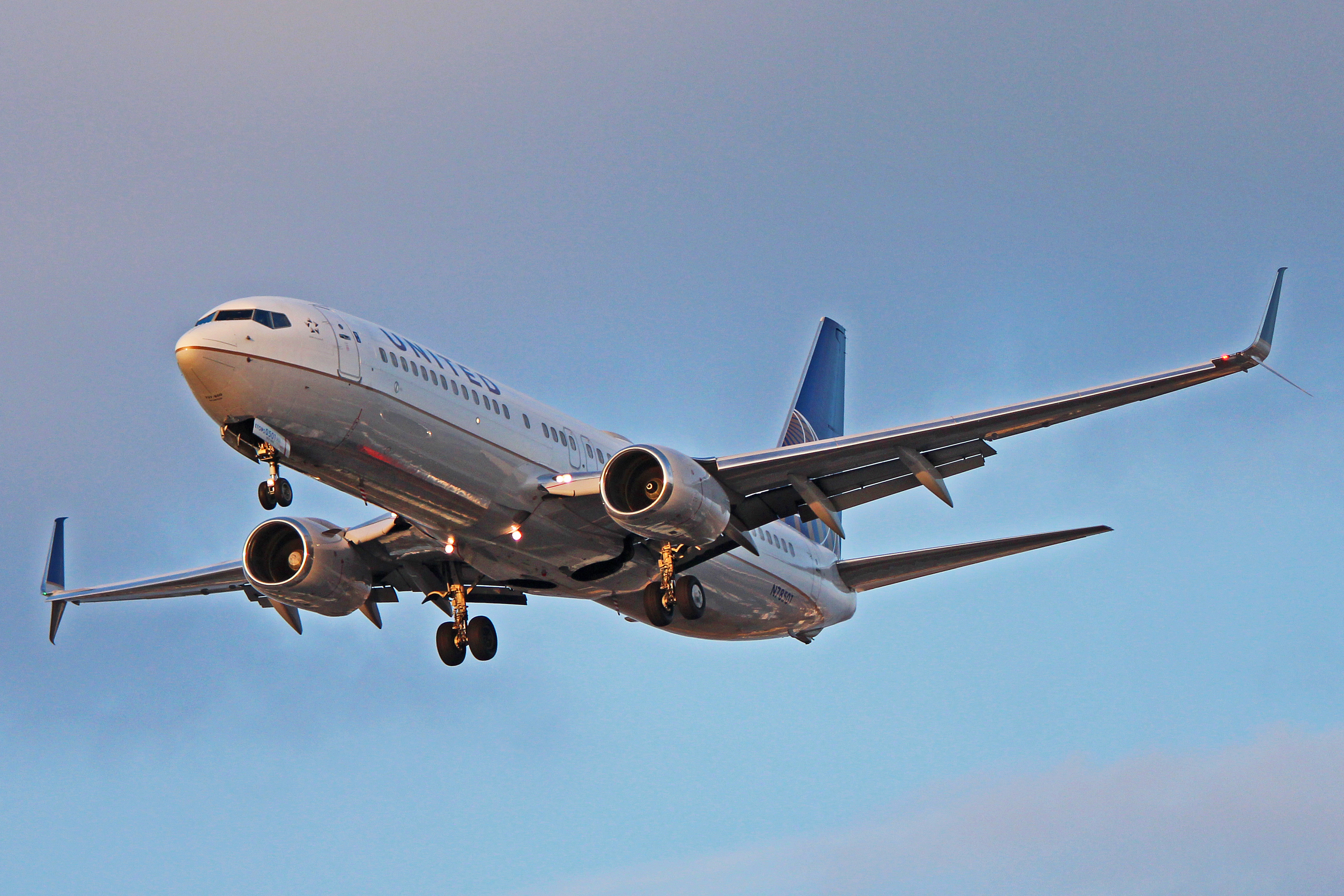 continental airlines flying high with its data warehouse Probability test - statistics - quiz,  of hours of flying time for pilots at continental airlines is 55 hours per  6 average 4 above average 6 high 8 a.
