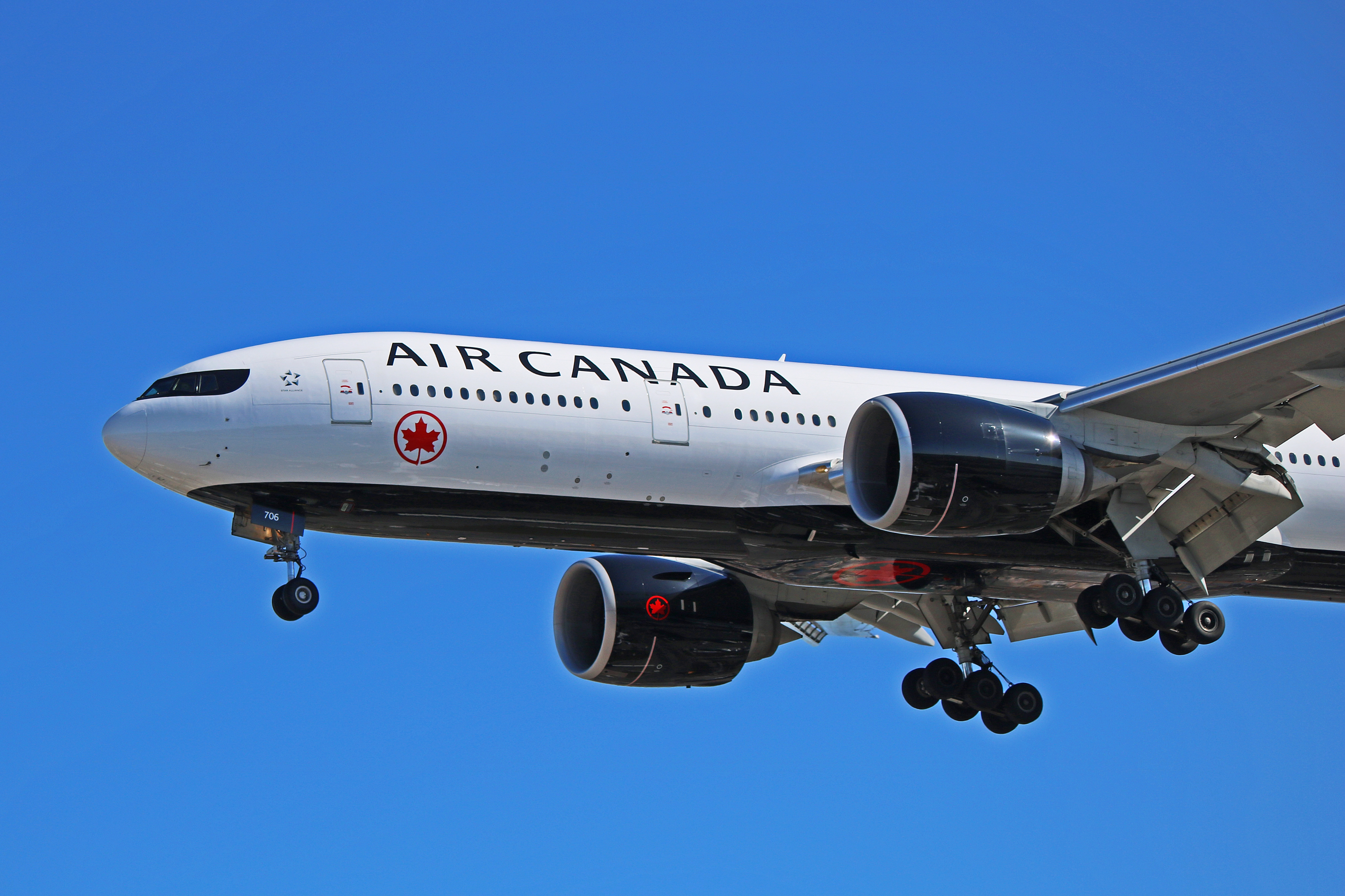c fnnh air canada boeing 777 200lr with a dangerous past. Black Bedroom Furniture Sets. Home Design Ideas