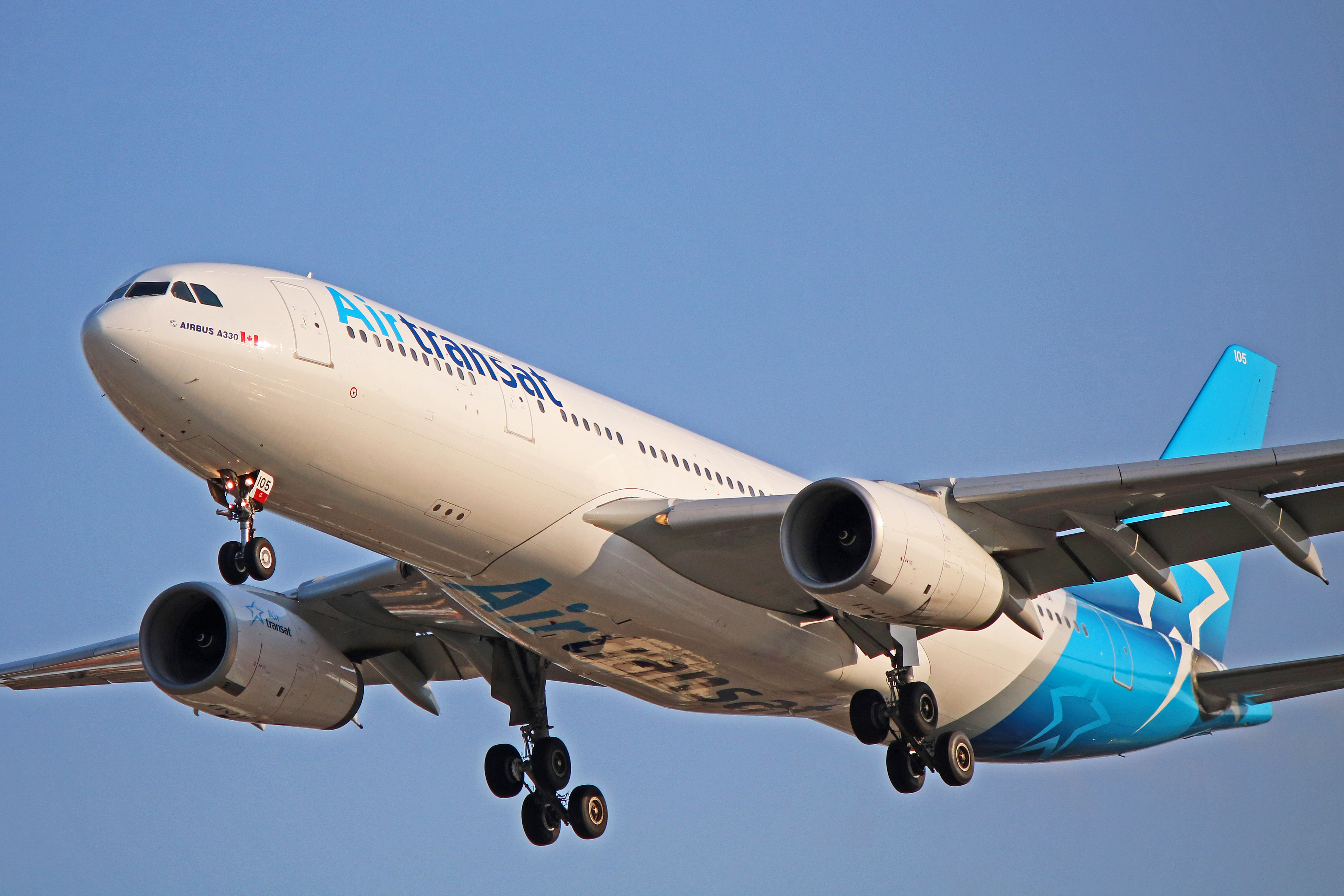 C-GTSI: Air Transat Airbus A330-200 (New and Old Livery)